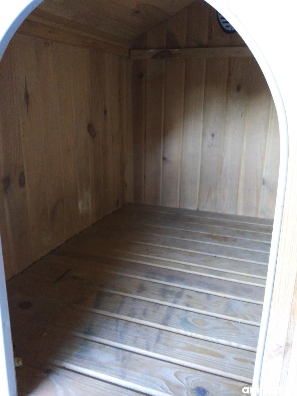 vends niche pour grands chiens val d 39 oise 95 sur. Black Bedroom Furniture Sets. Home Design Ideas